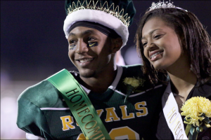 Seniors Richard Hanson and Ariel Stephenson pose for a photo after being crowned. Photo by Matteo Reed.